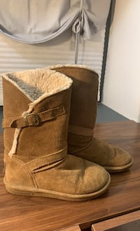 Winter boots size 7