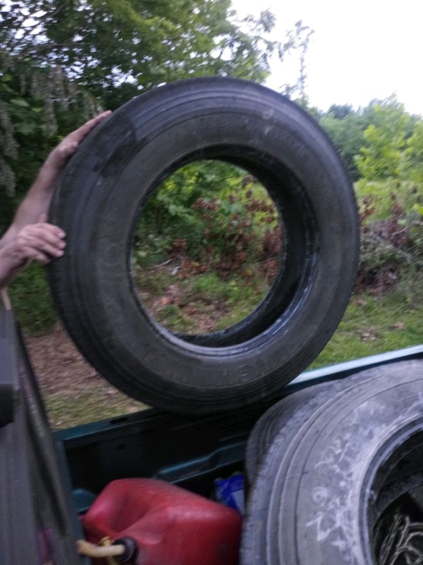 Big Truck Tires >> Truck Tires 9 225 Very Good Shape