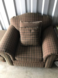 Chair w/ottoman and pillows Wilmington, 28411