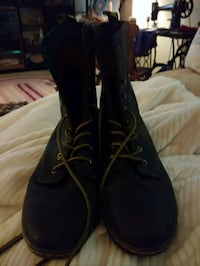 pair of black leather work boots Bel Air, 21015