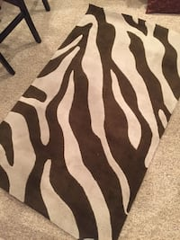 Rug from west elm excellent condition non smoking  Dayton, 45414