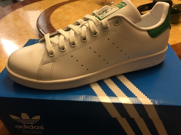 Bnew Adidas Stan  smith size 9 white adidas sneaker in box