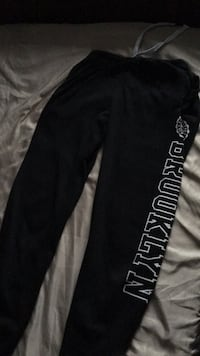 Black Brooklyn sweats sz small 782 km