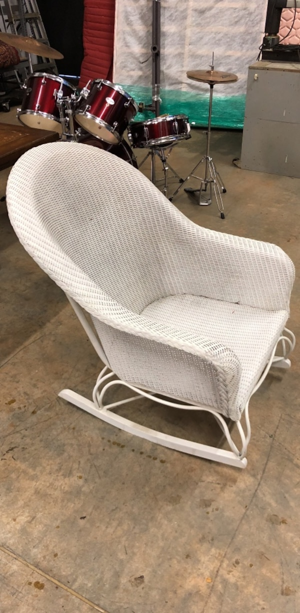 Used Wicker Rocking Chair White Lloyd Flanders For In Ming Letgo