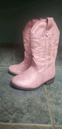 pair of pink suede cowboy boots Clio, 48420