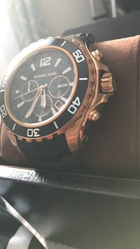 Rose gold face and detailing, black sport band , no scratches or damages.