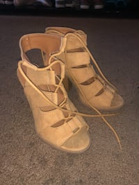 Pair of brown leather open-toe strappy heels 5.5 North Richland Hills, 76182