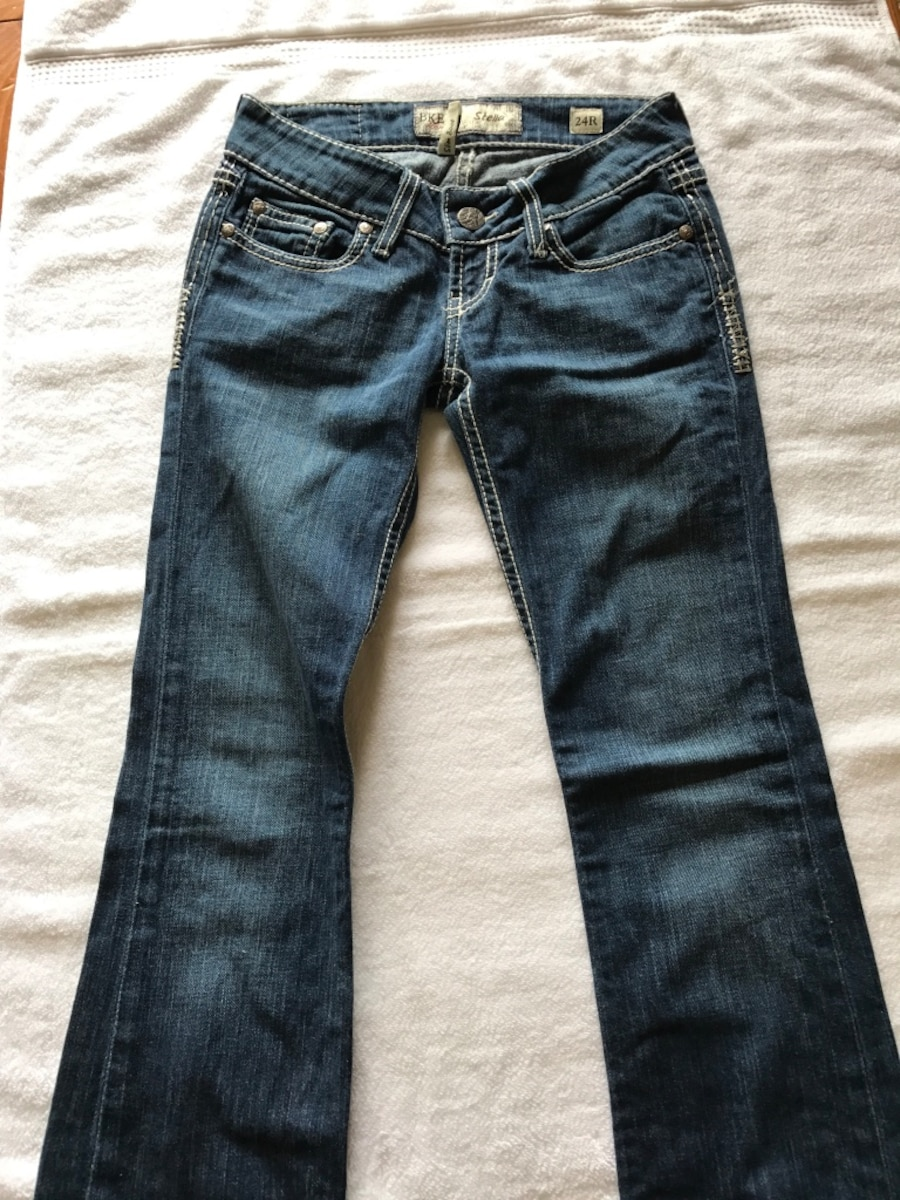 Used Buckle jeans & box of clothes for sale in Saint Albans - Buckle jeans & box of clothes posted by Shay Dillon in Saint Albans. More than pictured!! These come in a trash bag full of clothes! Everything fits like a large or xl. $35 for all Jeans are size 31 Check out all my other items as well, I meet people & sell all clothing for $1-$6 a piece if you don't want the whole lot.