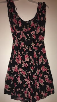 Women's black and red floral sleeveless dress Geyserville, 95441
