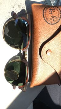 Black ray-ban aviator sunglasses Toronto, M6K 1H9