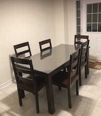 Dining Room Table Set: NEGOTIABLE Guelph, N1K 0A3