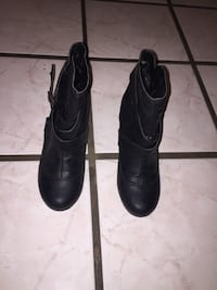 Pair of black boots Los Angeles, 91342