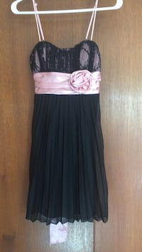 Size 3 black and pink dress. Great condition  Beaverton, 97006