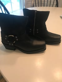 pair of black leather boots Alexandria, 22310