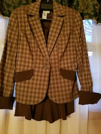 MAX STUDIO SUIT SIZE 8 WITH SKIRT  Naples, 34119