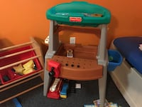 Five pieces for sale kitchen,toy box and others Stafford, 22554