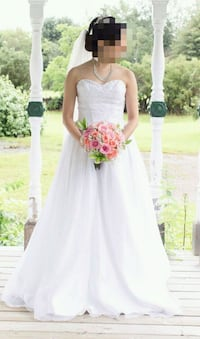 Size 6 women's white wedding gown Markham, L6E 0B2