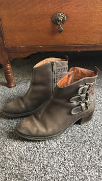 Pikolinos leather boots. A little worn in toe. Size8 . Lincoln University, 19352