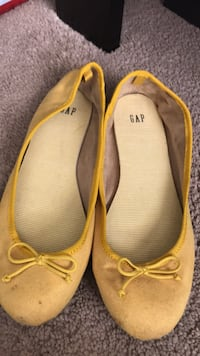 pair of yellow leather flats National City, 91950