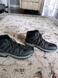 Hiking shoes size 9 men never worn