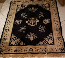 Rug Oriental style  with fringe
