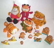 Set of 14 Vintage Garfield Collectibles
