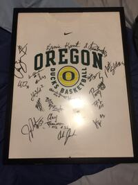 Oregon basketball autographed t-shirt