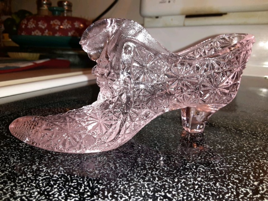 Photo *Real Fenton pink glass shoe