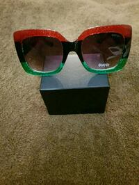 black framed sunglasses with box 227 mi