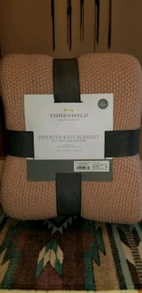 NEW THRESHOLD FULL/QUEEN SWEATER KNIT BLANKET.  VERY COZY.. Middleborough, 02346