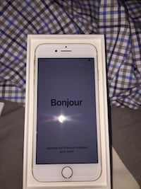 GOLD IPHONE 7. FOR SALE  Surrey, V3X 1R7