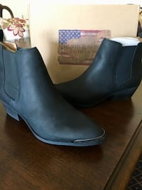 BRAND NEW Ralph Lauren Women's Leather Boots size 7.5 Alexandria, 22314