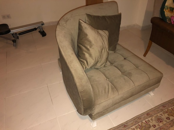 Single chair sofa 8b0b87da-065a-4d30-af24-8ec27d3942e6