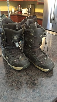 Brown size 7 DC snowboard boots 2645 km