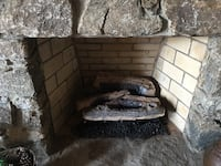 Fireplace gas log set and grate inclusive