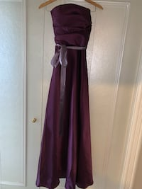 WTOO FORMAL GOWN- Size 4 Calgary, T3H 3C7