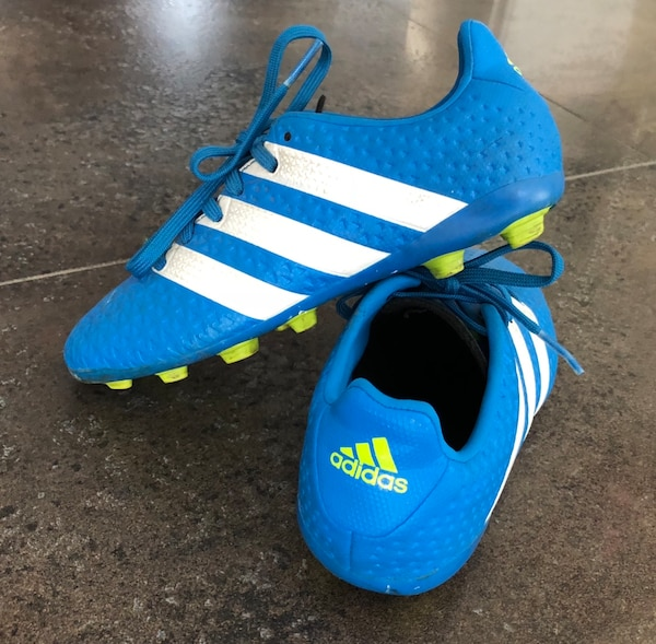 Boys adidas soccer shoes size 13
