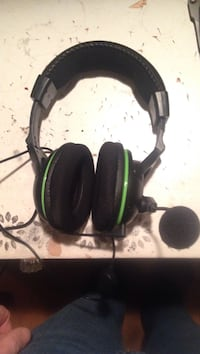 black and green corded headset Norton, 02766