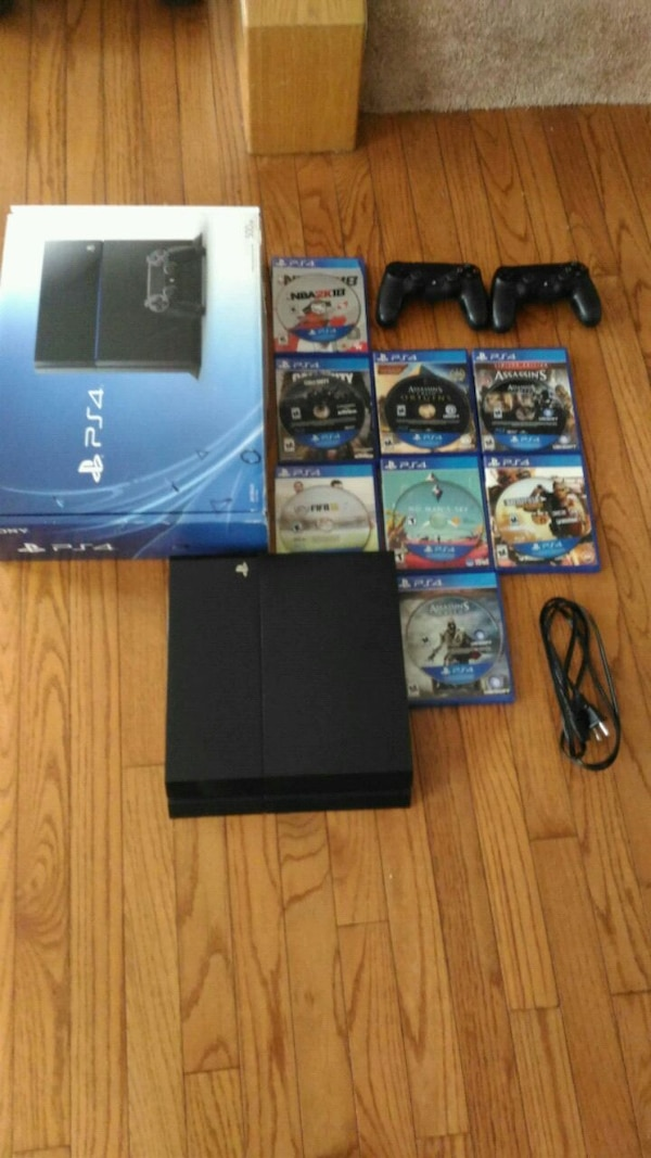 Almost new Ps4 bundle