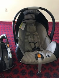 Baby car seat very good condition looks like new Toronto