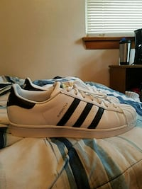 Adidas superstar shoes size 11 Oakbrook Terrace, 60181