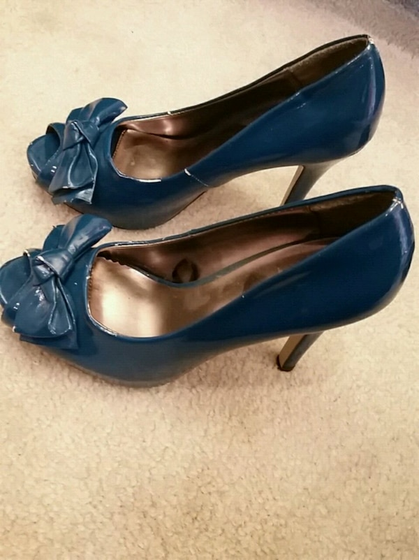 ef906dcf9 Used Fun navy blue heels with bows for sale in Laguna Beach - letgo