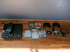 500gb Xbox 1 +7 games +2 remotes +headset