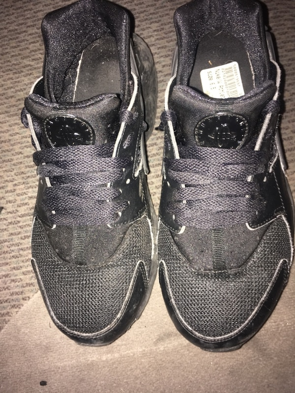 6ac29221831a Used Nike all black Huaraches Size 6.5 for sale in Lithonia - letgo