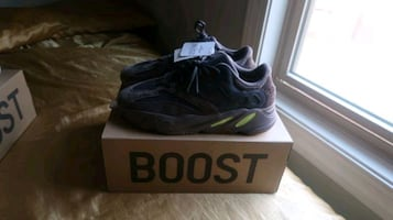 Yeezy boosts 700 Mauve  Size 12 never worn