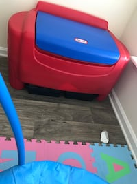 Little Tikes Toy Chest with Storage! Moving soon! Greensboro, 27282
