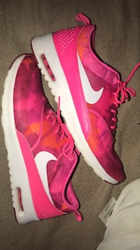 pair of pink Nike low-top sneakers Maysville, 28555