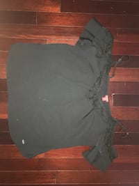 Black Guess off the shoulder tank. Looks really cute with jeans. Size small.  Whitby, L1P 1T6