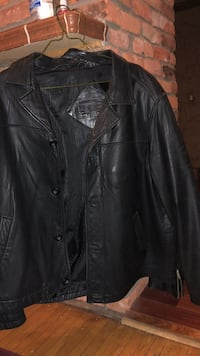 Men's leather jacket xl size, made by round tree and york