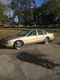 The car not for sell but the rims are they are 22' street spin davins The tires are good the rims don't have no bends or nothing 1000 now come get these rims Muskegon Heights, 49444